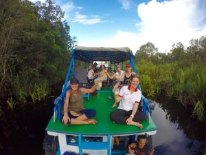 houseboat in tpnp, Borneo river tour